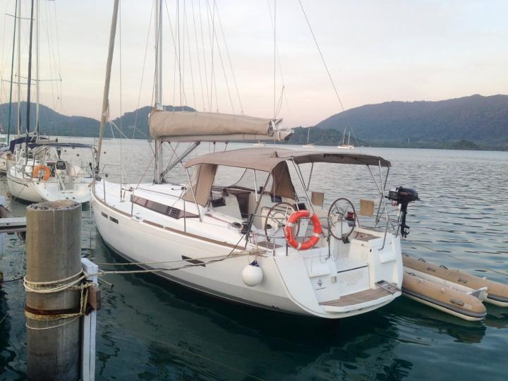 The best boat rental in Tambon Koh Chang Tai, Thailand - amazing sail boat for rent.