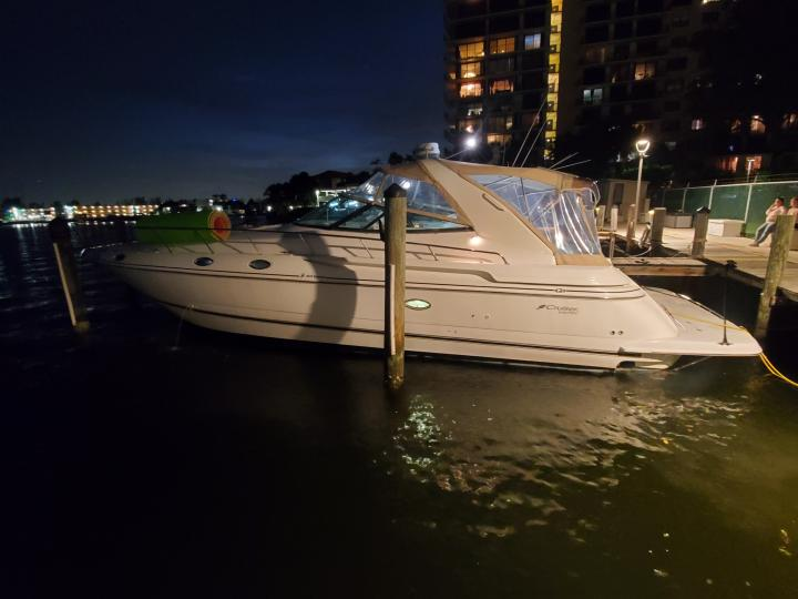 Miami Yacht Rentals 2004 Cruiser Yachts for up to 10 peoples