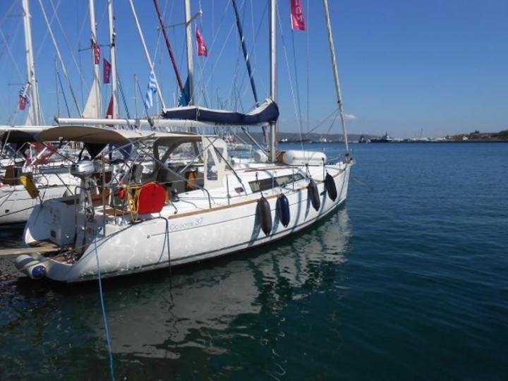 Private rent a boat in Lavrio, Greece - a yacht charter for up to 6 guests.