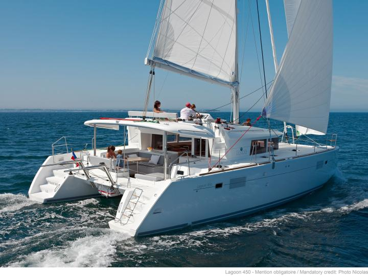 Rent a boat in Portisco, Italy, and discover boating on a catamaran.