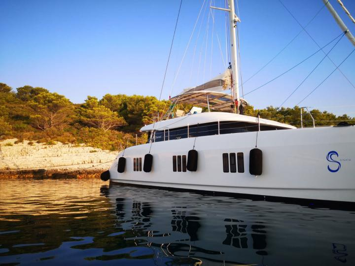 Discover boating aboard the 60ft SINATA catamaran in Split, Croatia - a 5 cabins boat for rent.
