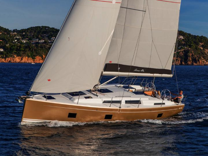 Discover yacht charter aboard the 41ft Vivien boat for rent in Dubrovnik, Croatia.