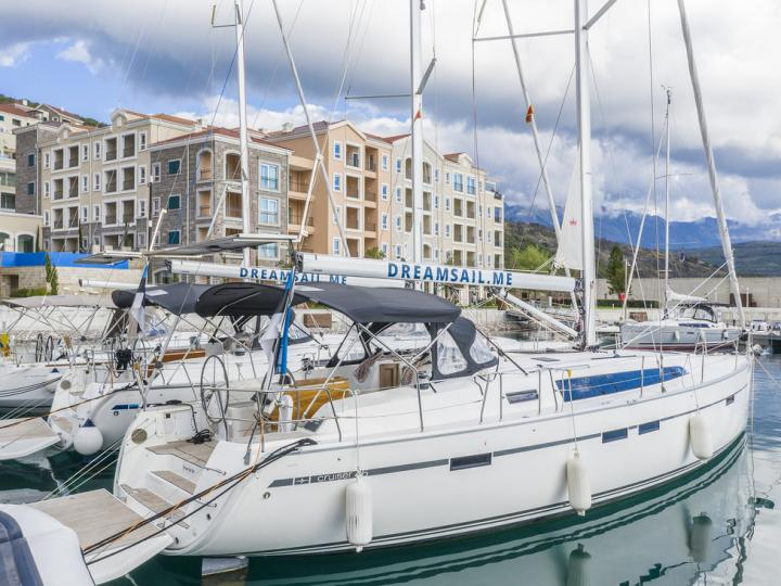 Rent a 47ft, sail boat in Luštica, Montenegro and enjoy a yacht charter like never before.