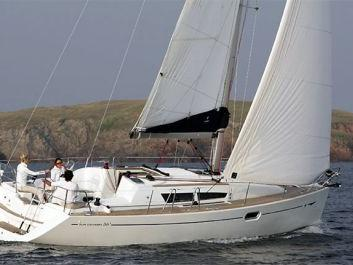 Affordable sail boat for rent in Lisboa, Portugal.